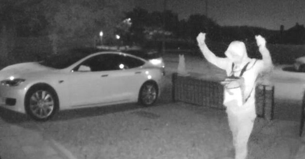 Come rubare una Tesla